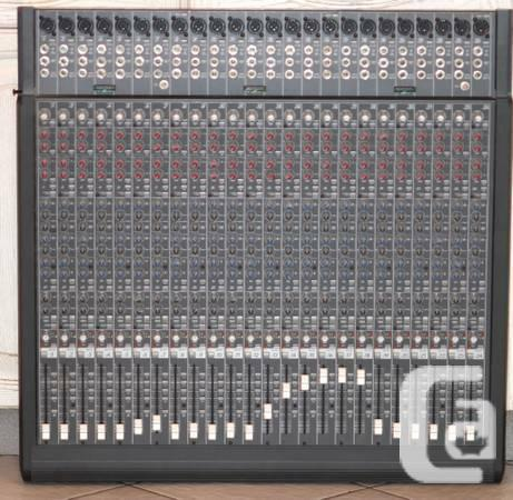 1 MACKIE 24E 24 CHANNELS EXPANSION MIXER W/POWER