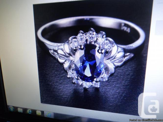 100% Natural 1.80ct Sapphire ring with White Topaz