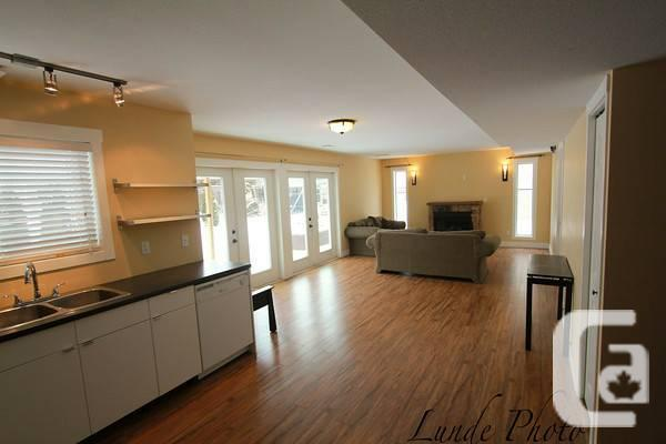 - $1200 / 2br - 1000ft² - Large 2 bedroom daylight
