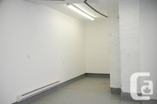 $1250 / 900ft² - Garage Lachine
