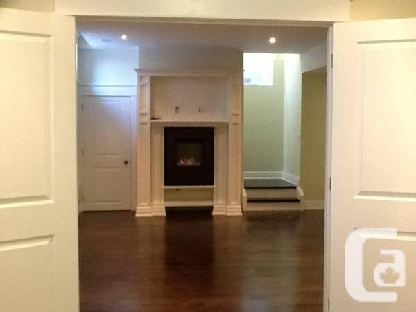 - $1400 / 1br - One Bedroom plus Den
