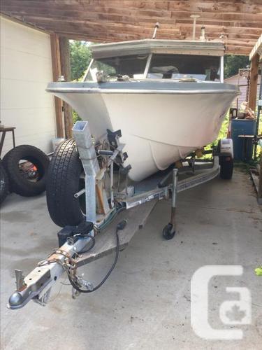 18' Hourston Deep V , alaskan bulkhead and air ride