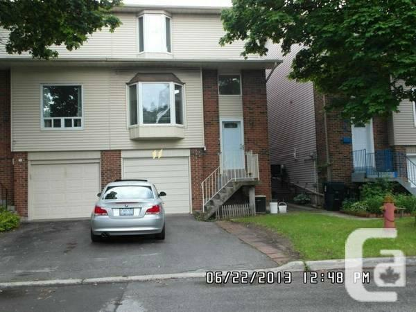 $1899 / 4br - 1800ft² - *** Semi Detached Home near HWY
