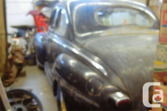 1948 Ford 2-door **