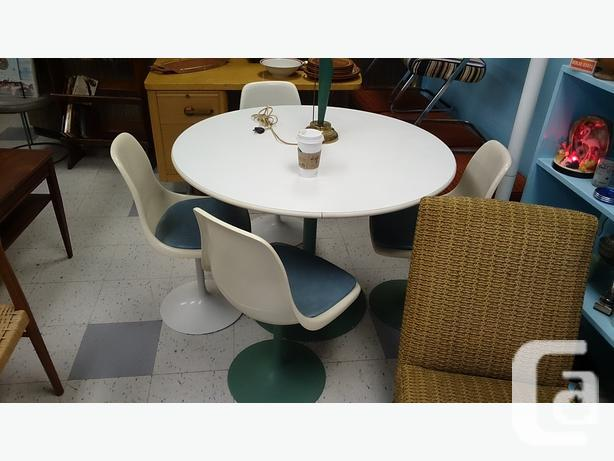 1960s Vintage Tulip Dining Table And Chairs For Sale In