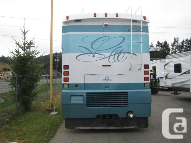 Perfect 2001 Winnebago Ultimate Freedom 40WD Class A  Diesel RV For Sale In
