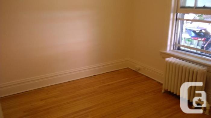 2 Bedroom Centretown Apartment (357 Frank St)