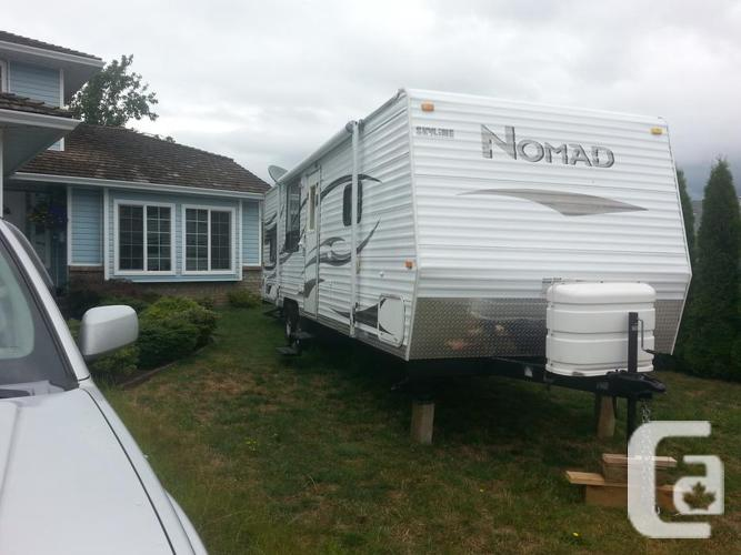 2008 Nomad 27 foot travel trailer with bunks