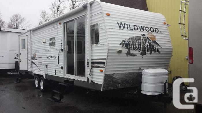 2008 Wildwood Forest River Travel Trailer 29' with