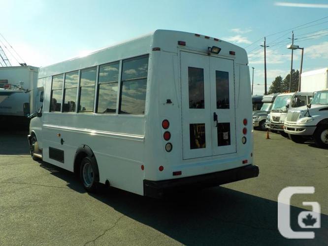 2009 GMC Savana G3500 13 Passenger Bus Diesel