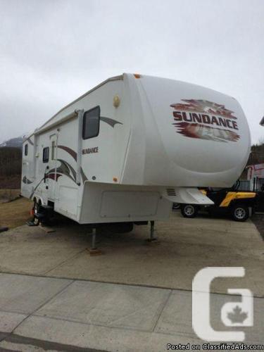 2009 Sundance 3300BHS fifth-wheel Available