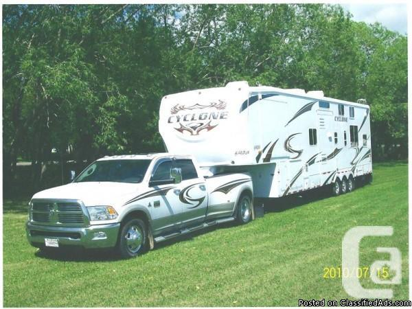 2010 Cyclone Toyhauler 3850 Fifthwheel Available