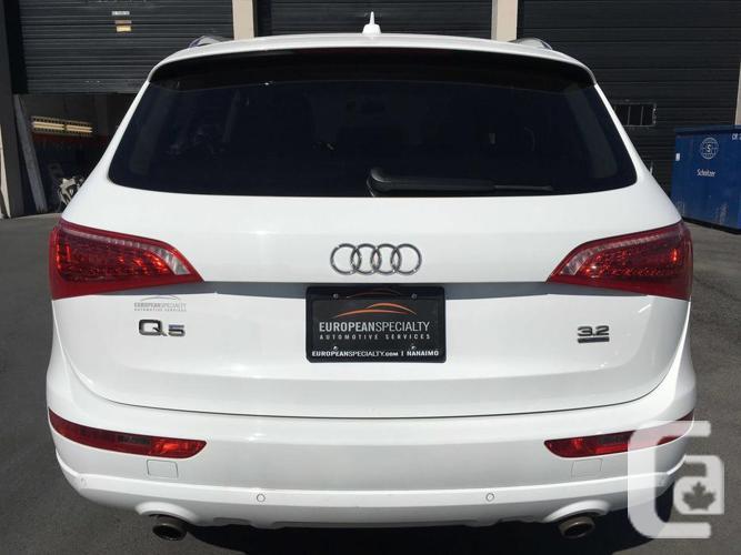2011 Audi Q5 Quattro 3.2L Premium - WITH 61,500 KMS!
