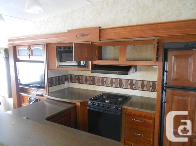 2011 Keystone Cougar MKS326 Fifth Wheel - Fraser Valley