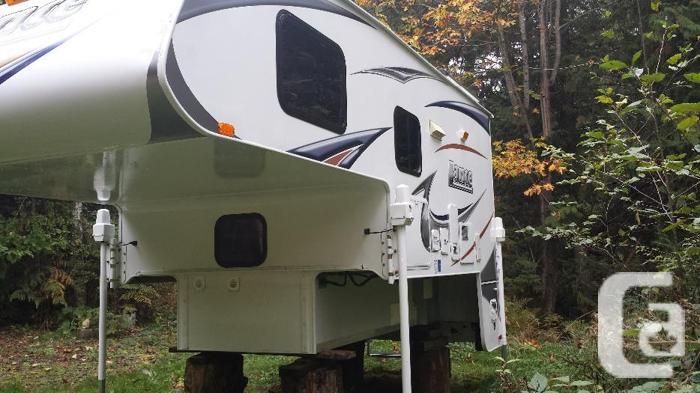 2011 Lance 950 camper