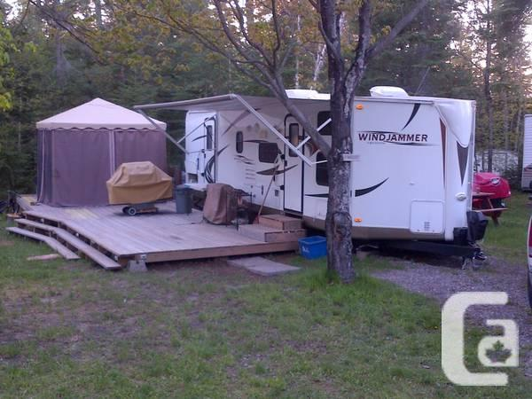 2011 WINDJAMMER 3006W with BUNKS - $21000