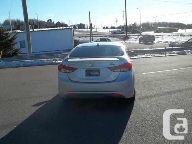 2012 HYUNDAI ELANTRA GL WITH AUTOMATIC AND SUNROOF