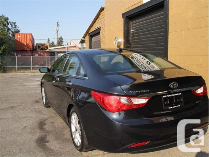 2012 Hyundai Sonata LIMITED   - Pano Roof -  Leather