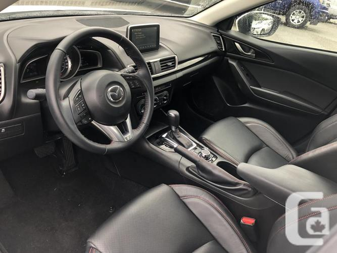 2016 Mazda 3 LOW KMS!