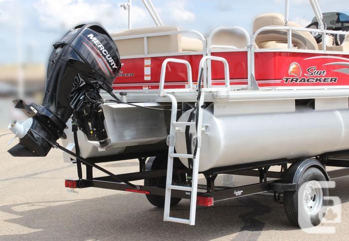 2016 SunTracker Party Barge 18 DLX w/ Mercury 40Hp