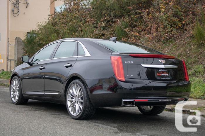 2017 Cadillac XTS Platinum AWD - FULLY LOADED!
