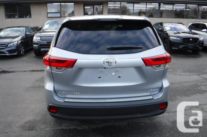 2017 Toyota Highlander LE V6 AWD 3rd row seating