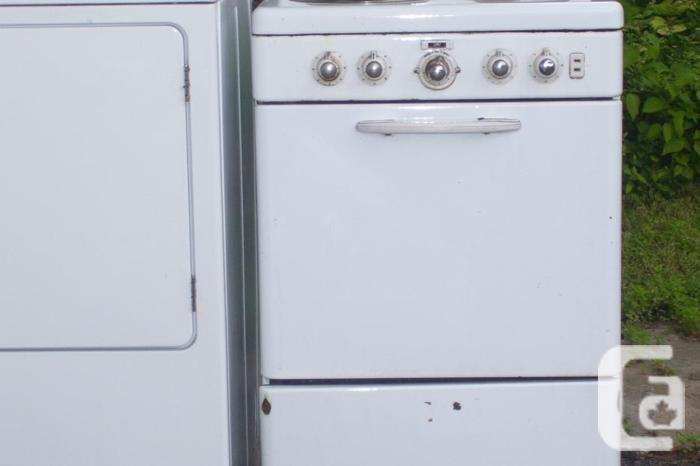 """22 1/2 """" Electric Stove For Sale"""
