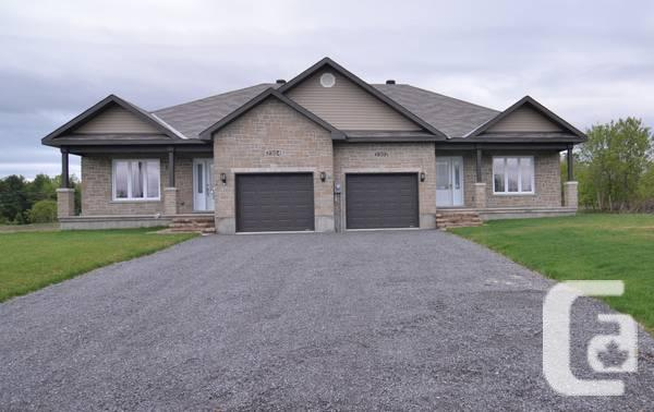 - $246900 / 2br - Beautiful open concept semi-detached