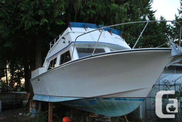26 ft Custom Craft Fibreglass Boat for Sale