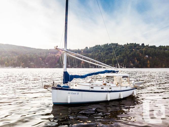 30' Hinterhoeller Nonsuch Classic Sailboat