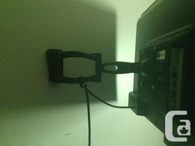 """32"""" LCD HD TV 720P Wall Mount and Stand"""