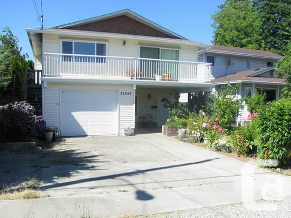 $329900 / 4br - 2240ft² - Updated, located house with