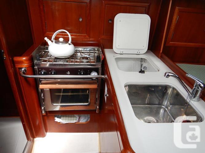 33ft Beneteau 323 Sloop Sailboat