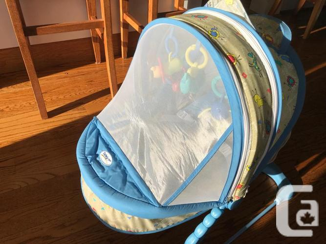 """""""Safety 1st"""" Baby Bassinet with Mosquito Screen"""
