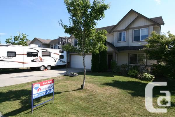 $439700 / 5br - 2607ft² - Wonderful Home Accross from