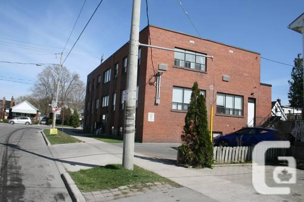 $620 / 540ft² - Bright office suite