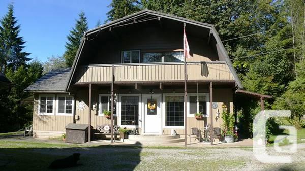 $650000 / 3br - 1378ft² - 3 House on 7.5 Miles!