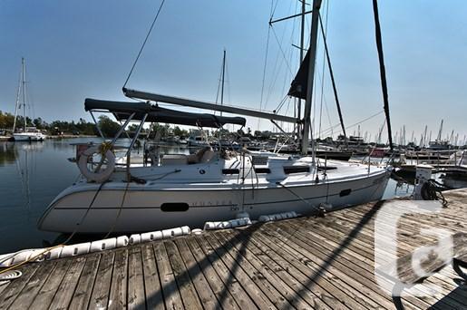 $84,995 2002 Hunter 356 Boat for Sale