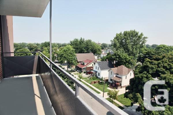 $855 / 2br - amp & 1; 2 flats with celebration space