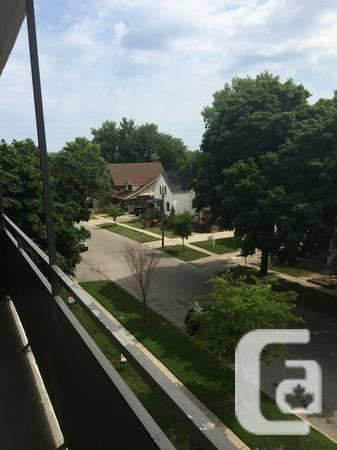 $875 / 2br - Great Loaction Room