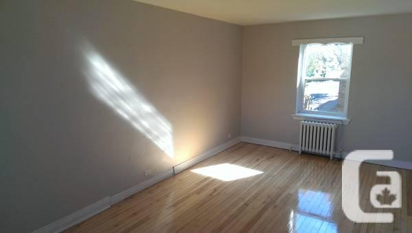 - $925 / 2br - 2 Bedroom Apartment! EAST END!!