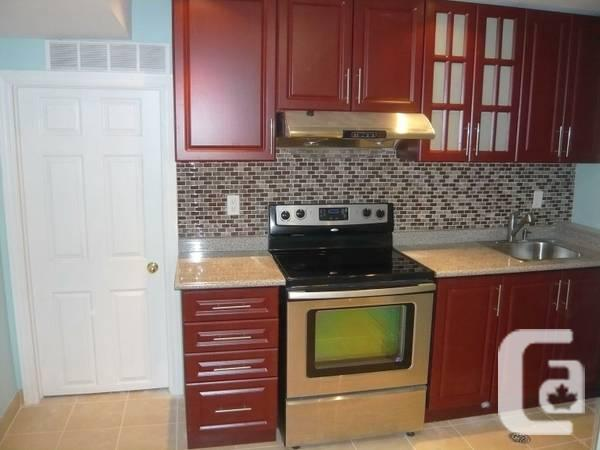 $985 / 1br - 900ft² - MCCOWAN AND DENISON WALK OUT