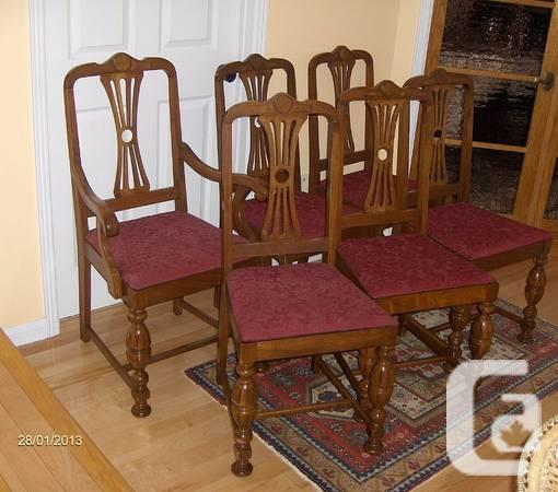 A Set of 6 Antique / Vintage Walnut Dining Chairs -