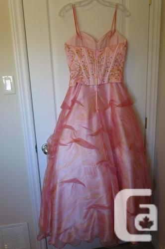 Absolutely Gorgeous Grade 12 Prom Dress for Sale