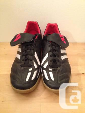 Adidas indoor soccer shoes - Excellent condition - Mens
