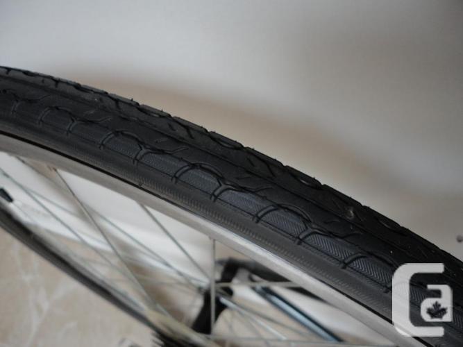 Adult Size MEDALIST 21 Speed Road Bike!