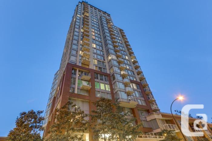 AMAZING VIEWS - 2 Bedroom Vancouver Downtown Condo For