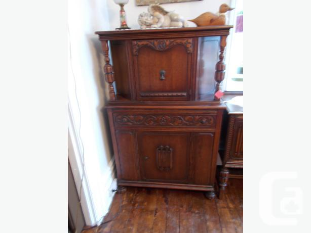 ANTIQUE CHINA CABINET SOLID OAK OVER 100 YEARS OLD