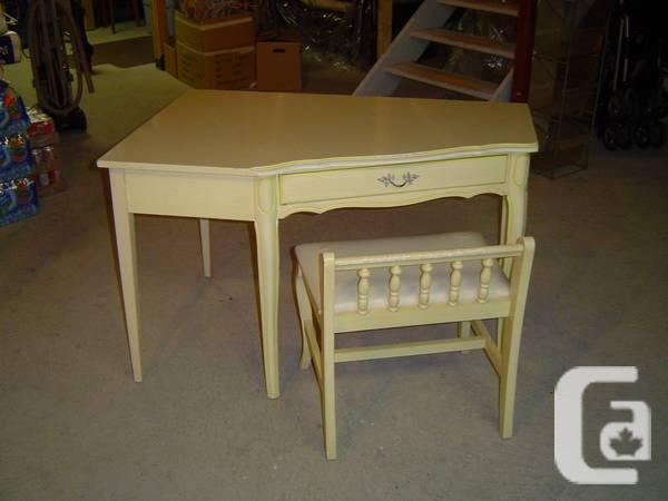 Antique Furniture By Dixie Furniture Company For Sale - - Antique Furniture By Dixie Furniture Company For Sale - For Sale In