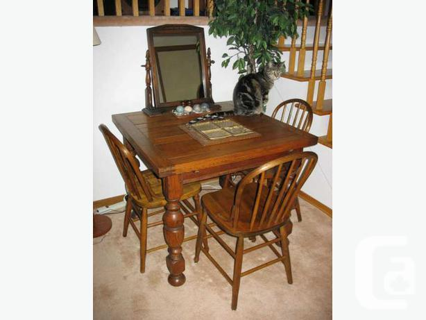 Antique Oak Draw-Leaf Table